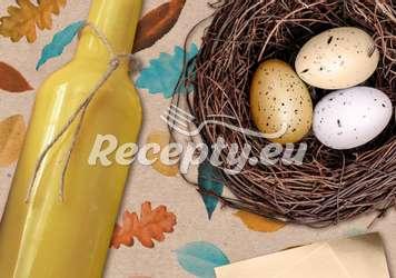 Domácí velikonoční vaječný koňak