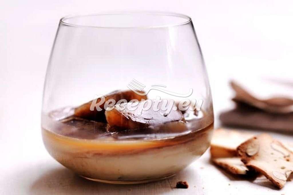 Sladký karamelový domácí likér